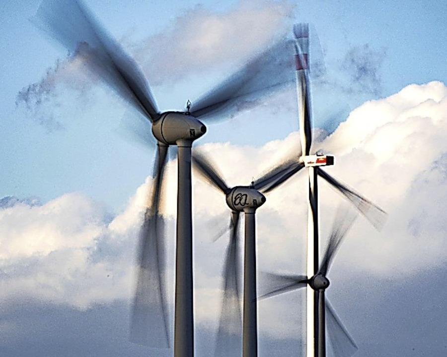 Die Diskussion um die geplanten Windräder am Zeller Blauen geht weiter.  | Foto: Frank Rumpenhorst (dpa)