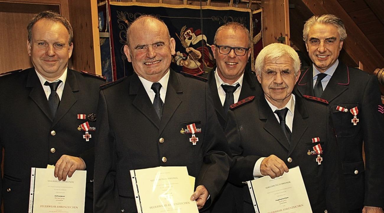 Michael Geng, Rainer Hunn, Gerolf Heß,...enzeichen in Gold für 40 aktive Jahre.    Foto: Mario Schöneberg