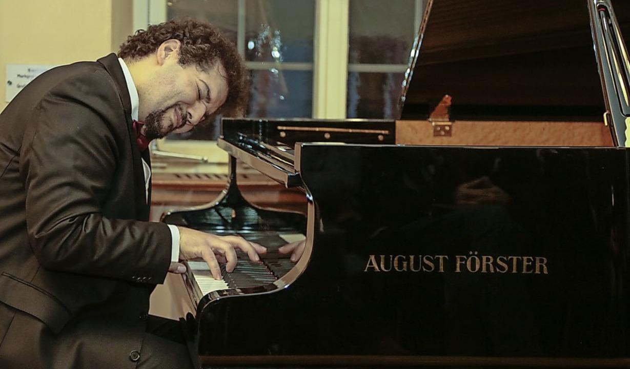 Musiker Fil Liotis am Flügel   | Foto: Sandra Decoux-Kone