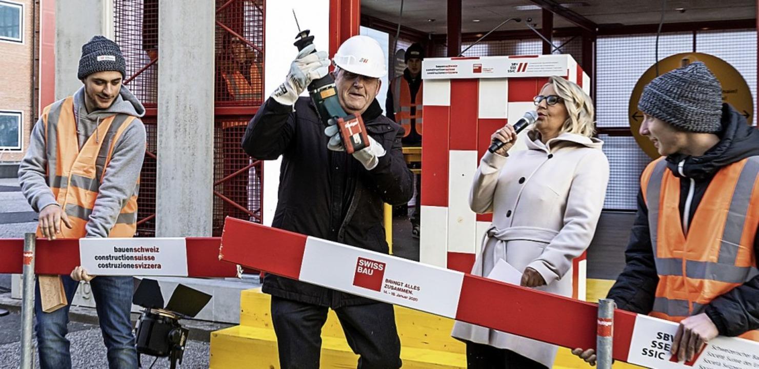 Hans Stöckli, Präsident der Kleinen Ka... symbolische  Eröffnung eine Baulatte.  | Foto: Photo Sara Barth