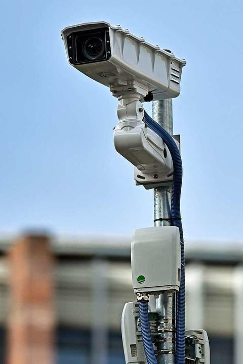 Die zweite Kamera auf einem Mast auf dem Dach des KG IV.  | Foto: Michael Bamberger