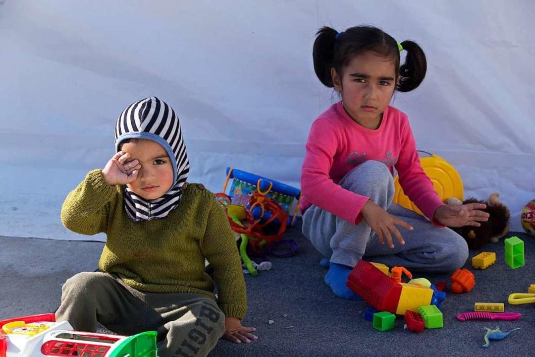 Flüchtlingskinder in einem griechischen Lager   | Foto: Marios Lolos (dpa)