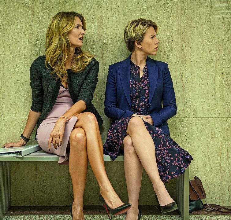 Ein Film mit Kinoformat, vom Streaming...ra Dern (links) und Scarlett Johansson  | Foto: Wilson Webb (dpa)