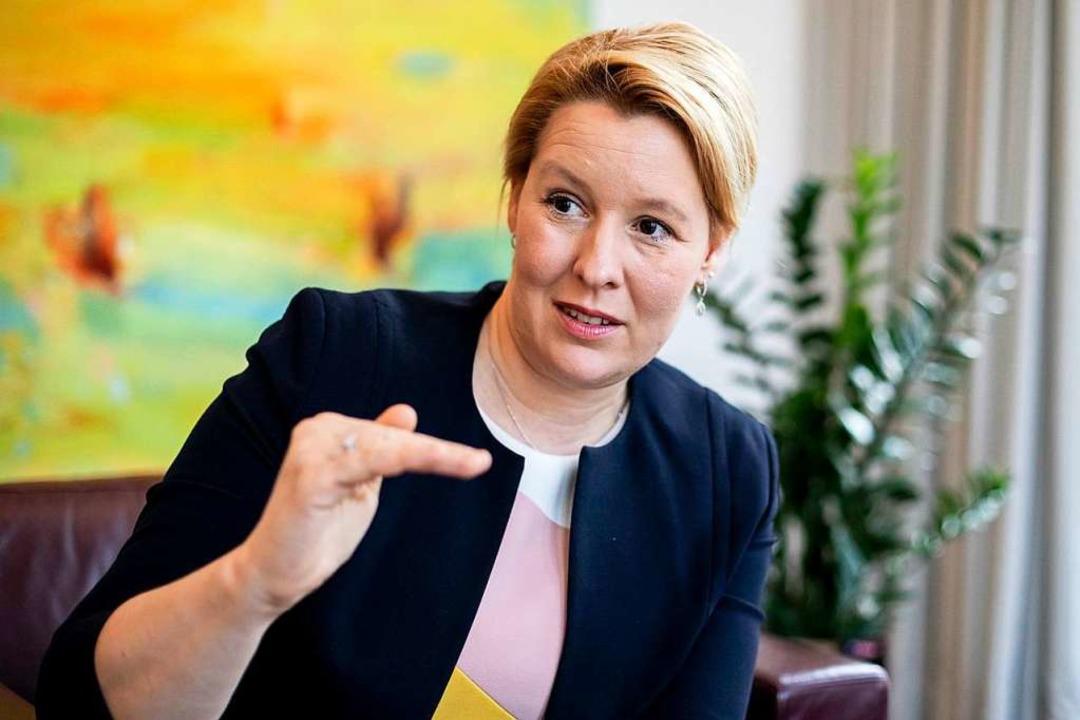 Erneut ihr ihr außerpolitisches Leben in der Debatte: Franziska Giffey    Foto: Christoph Soeder (dpa)