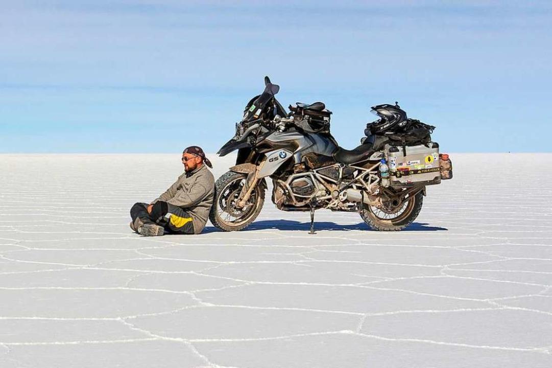 <ppp> </ppp> mal ruht er sich auf der ...r de Uyuni in Bolivien aus <ppp></ppp>  | Foto: Rolf Lange