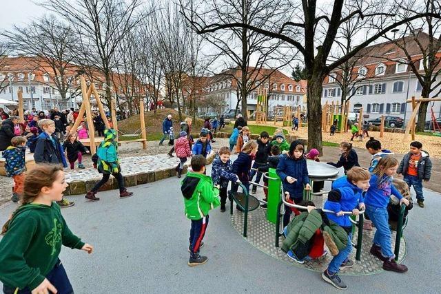 Mehrgenerationenplatz in Freiburg-Haslach ist ein Spieleparadies für Jung und Alt