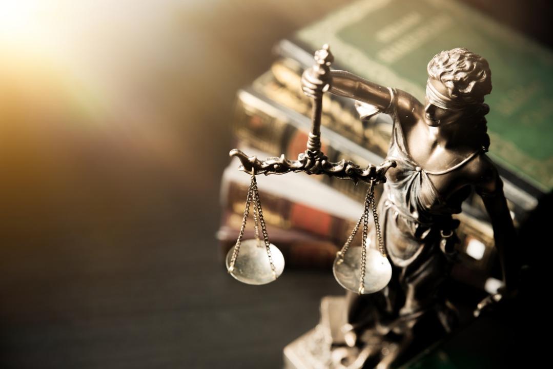 Im Amtsgericht Freiburg finden die kur... anberaumten Hauptverhandlungen statt.  | Foto: Proxima Studio / stock.adobe.com