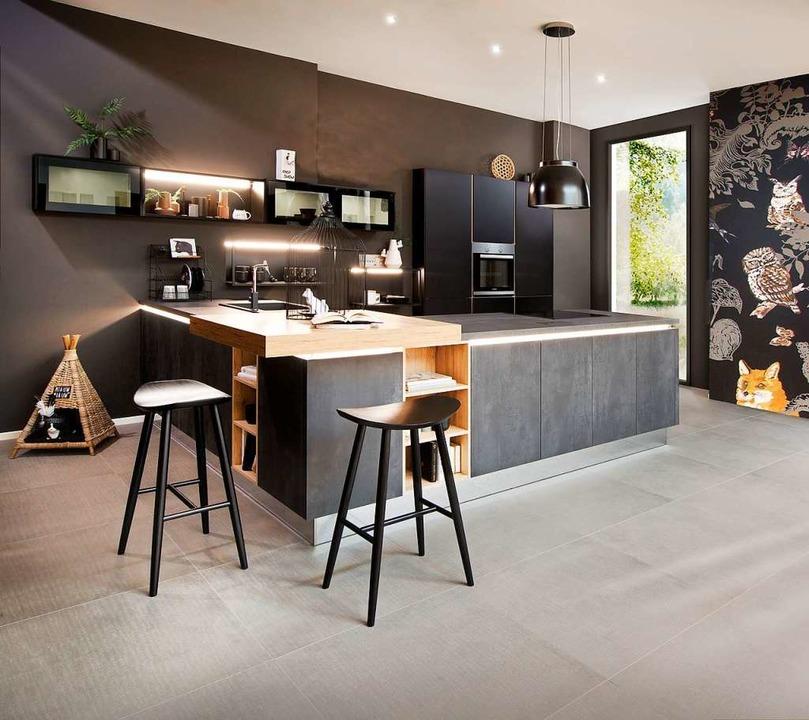Accessoires, Lampen und gestalterische...Raumteiler und Designelement zugleich.  | Foto: Fischer Küchen