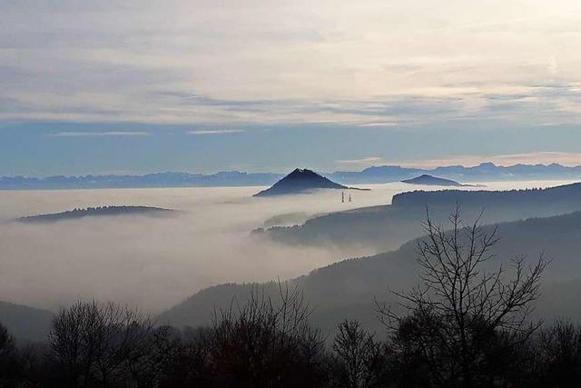 Vulkanberge im Nebelmeer