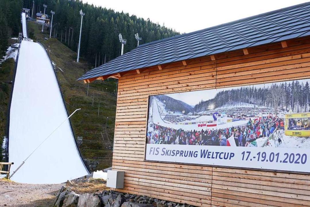 Auch wenn sich der Winter weiterhin ra...e liegt genug Schnee fürs Skispringen.  | Foto: Peter Stellmach