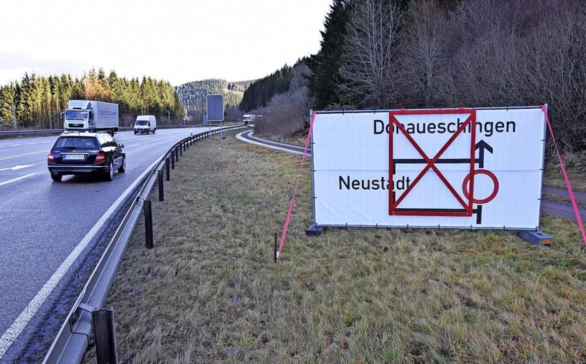 Die Bundesstraße 31 wird während des S... der Verkehr durch die Stadt geleitet.  | Foto: kamera24