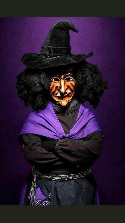 Eine Schludri-Hexe aus Schliengen ist ...nsfarben Schwarz und Lila zu erkennen.  | Foto: Felix Schelb