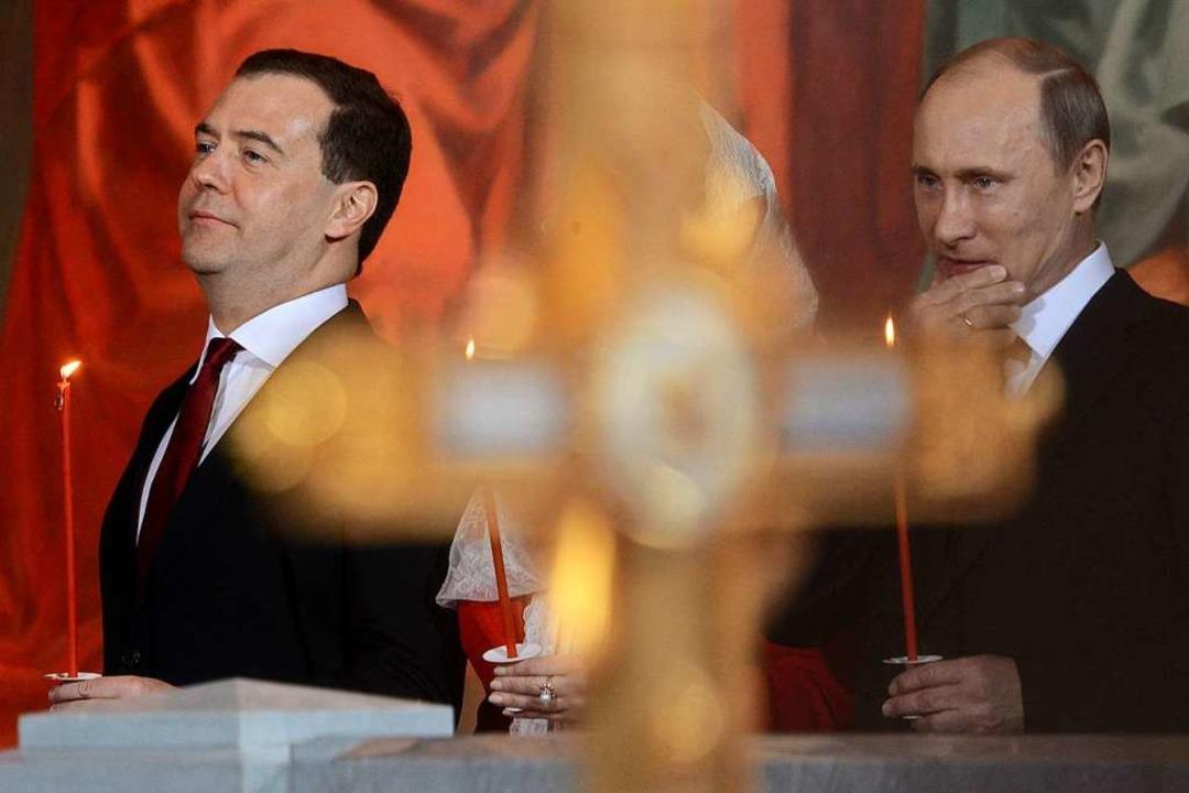 Der zurückgetretene Premier Medwedew (links) und Präsident Putin.    Foto: KIRILL KUDRYAVTSEV (AFP)