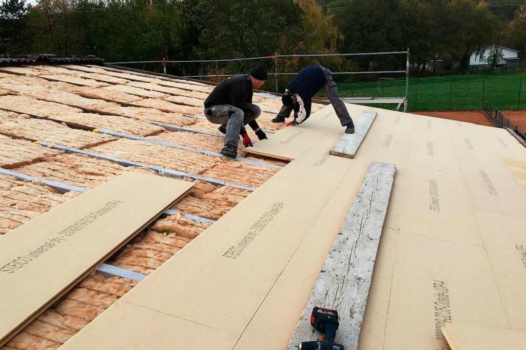 Die energetische Dachsanierung des Clu...t steht der Innenausbau auf dem Plan.     Foto: privat
