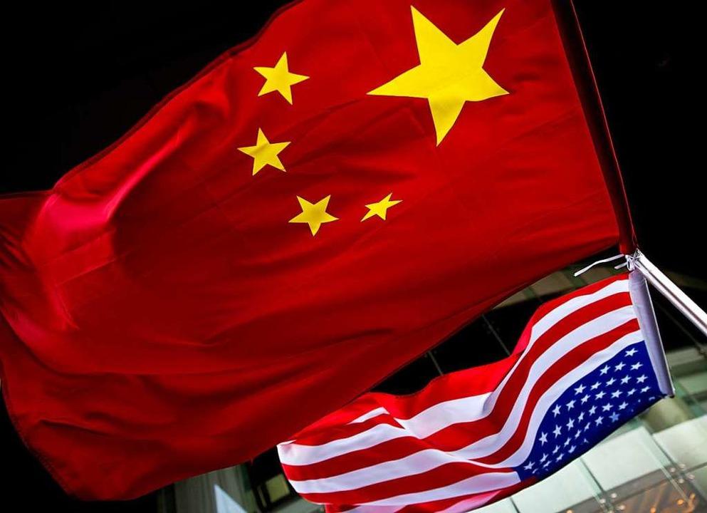 Die Flaggen Chinas und der USA  | Foto: Andy Wong (dpa)