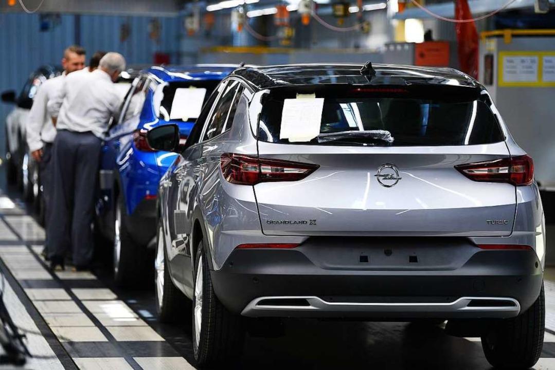 Montage in der Automobilindustrie  | Foto: Martin Schutt (dpa)