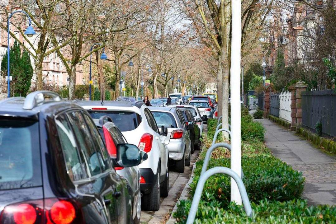 Zugeparkte Straßen, wie hier in der Go...ürgervereinsvorstand ein Dorn im Auge.  | Foto: Ingo Schneider
