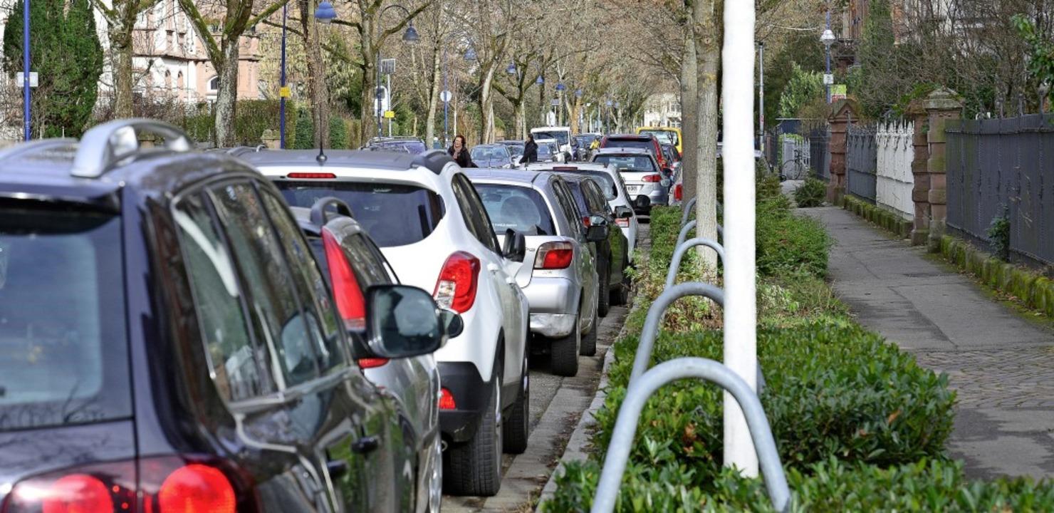 Zugeparkte Straßen, wie hier in der Go...rgervereinsvorstand ein Dorn im Auge.   | Foto: Ingo Schneider