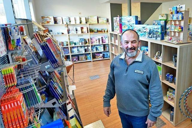 Friseur Andreas Sturm hat auf süße Nahversorgung fürs Viertel umgesattelt