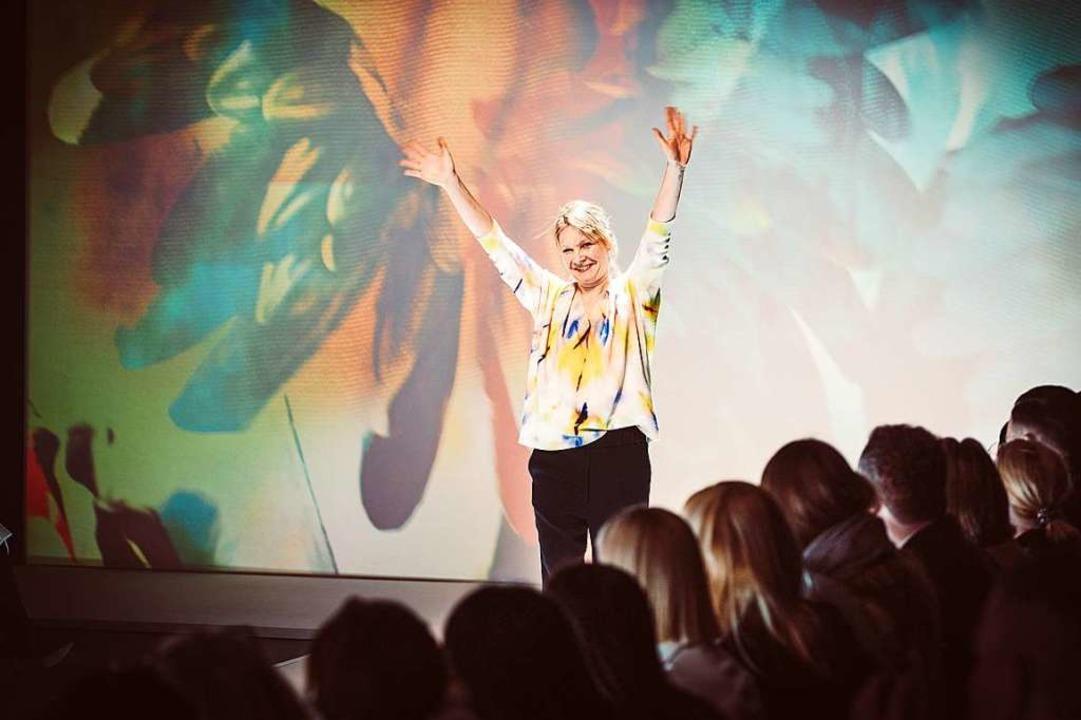 Konstanze Maager beim Schlussapplaus.  | Foto: Björn Sum
