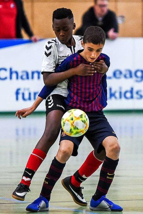 """""""Champions League für Fußballkid...U12 unter anderem auf den SC Freiburg.    Foto: Gerd Gruendl"""