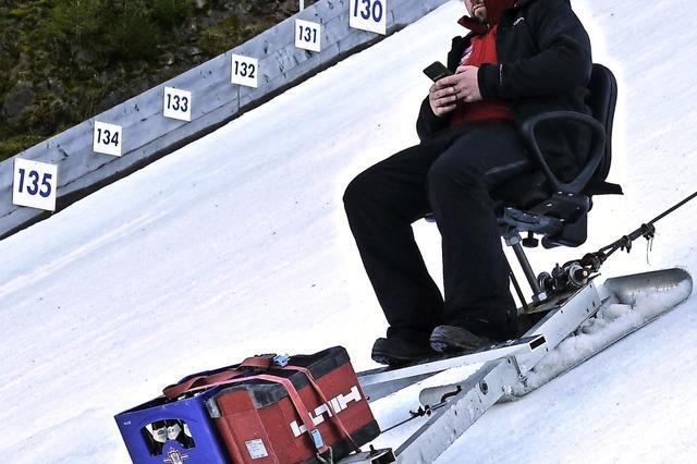Schanzenpflege für den Skisprung-Weltcup