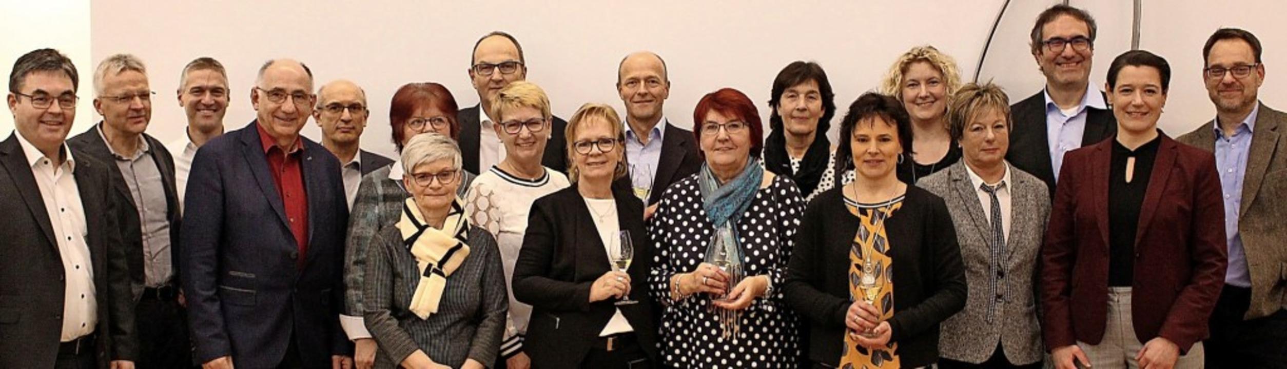 Die Volksbank-Jubilare mit dem Vorstand.  | Foto: Privat