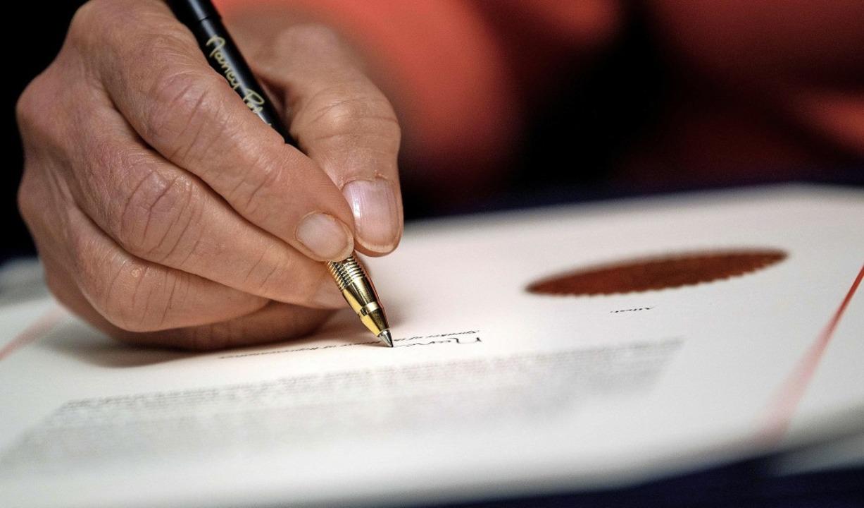 Nancy Pelosi, Sprecherin des Repräsent...zeichnete das Amtsenthebungsverfahren.  | Foto: BRENDAN SMIALOWSKI (AFP)