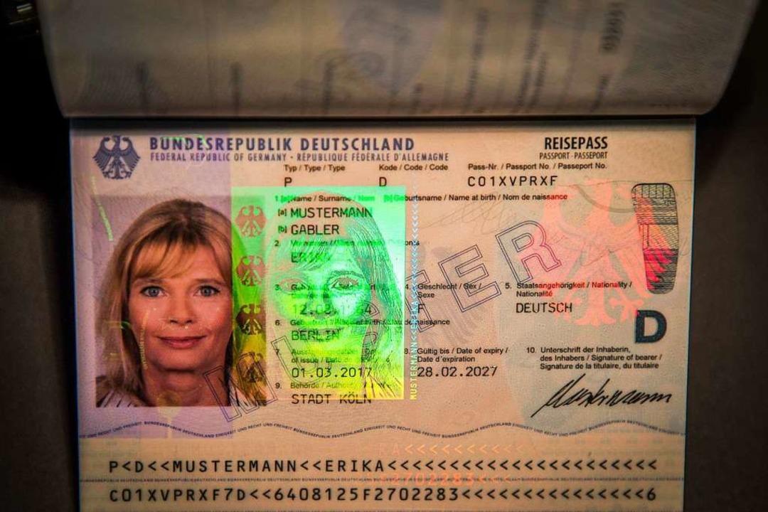 Wer darf künftig überhaupt noch Passbilder anfertigen?  | Foto: Michael Kappeler (dpa)