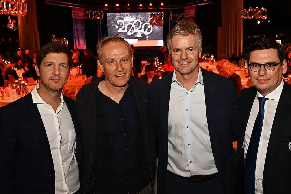 Von links: Sportvorstand Jochen Saier, Cheftrainer Christian Streich, Moderator Tom Bartels und Finanzvorstand Oliver Leki. (Foto: Achim Keller)