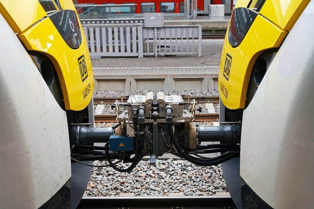Zwei gekoppelte Zugteile: Der Verzicht...um so den Fahrplan stabiler zu machen.  | Foto: Martin Wendel
