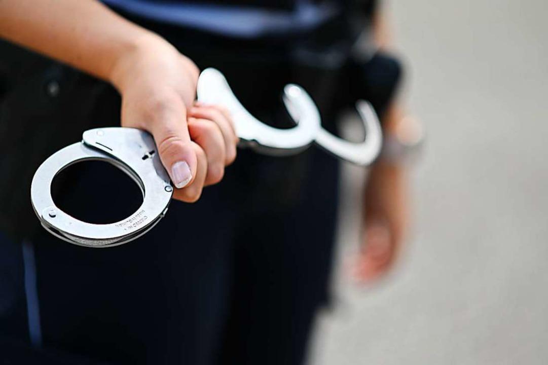Der Mann wurde festgenommen und kam ins  Gefängnis (Symbolfoto).    Foto: Jonas Hirt