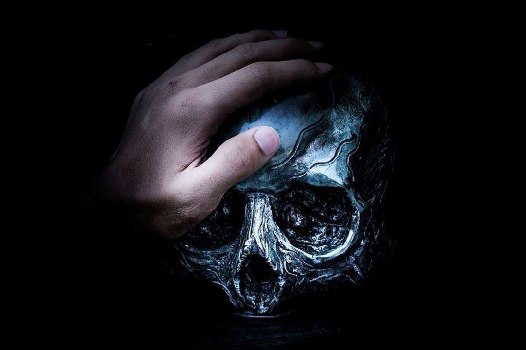 """Wir alle müssen uns irgendwann ...Tod befassen""; sagt Ulrike Bach.  | Foto: Leonardo Yip (Unsplash.com)"