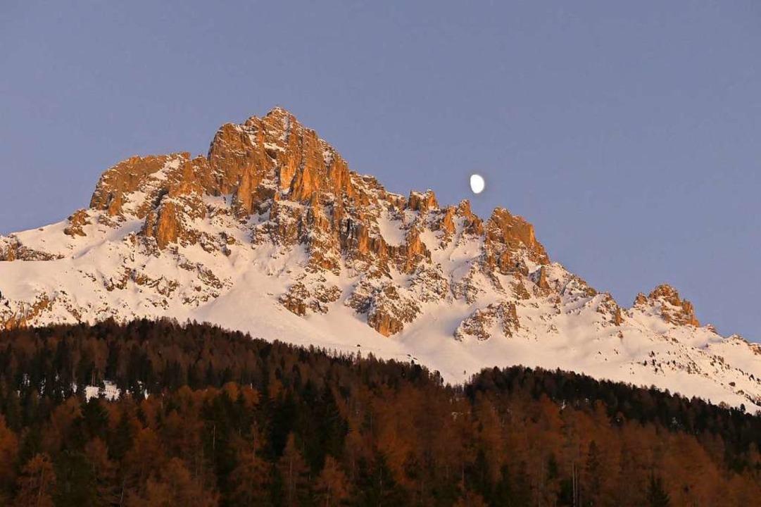 Der Mond ist aufgegangen: Latemar in Südtirol  | Foto: Ulrike Ott
