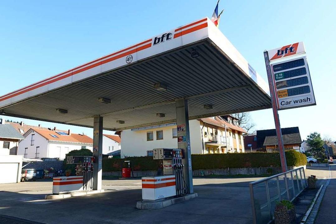 Die Freie Tankstelle an der Schwarzwal...in dem östlichen Stadtteil verblieben.    Foto: Ingo Schneider