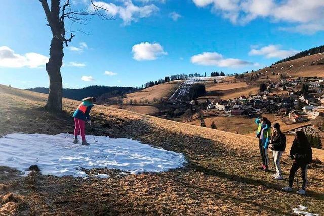 Schneemangel: Golfen statt Skifahren im sonnigen Todtnauberg