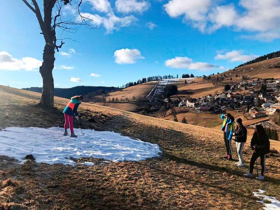 Mit der schottischen Golf-Professional...h in den Schneeresten gefunden wurden.  | Foto: Ulrike Jäger