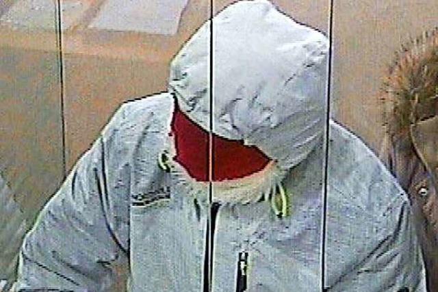 Die Polizei veröffentlicht Fotos des Bankräubers, der in Lahr zugeschlagen hat