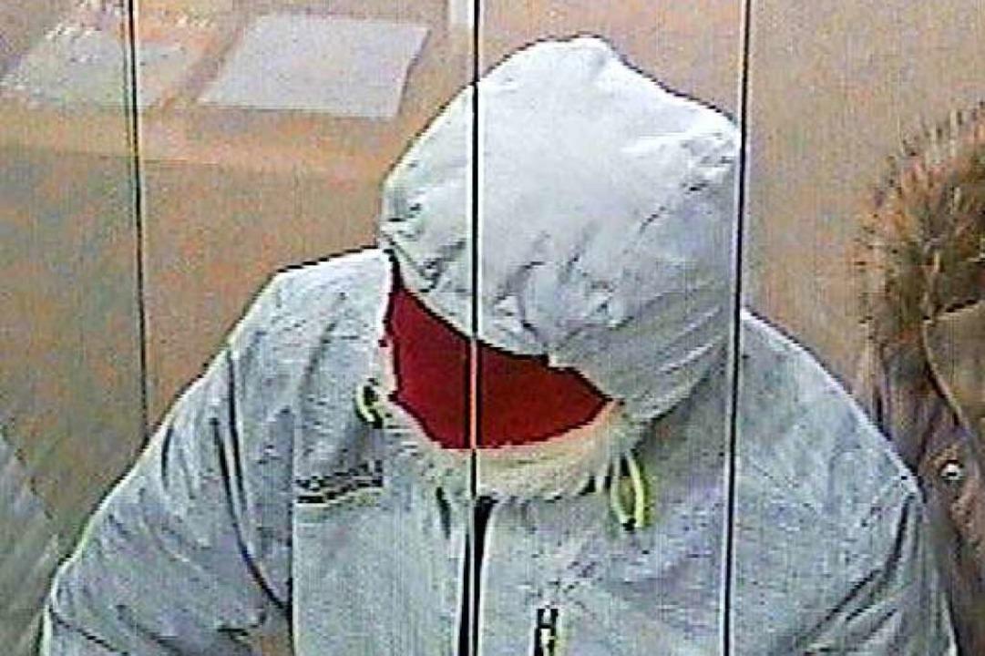 Der Täter am Schalter  | Foto: Polizei