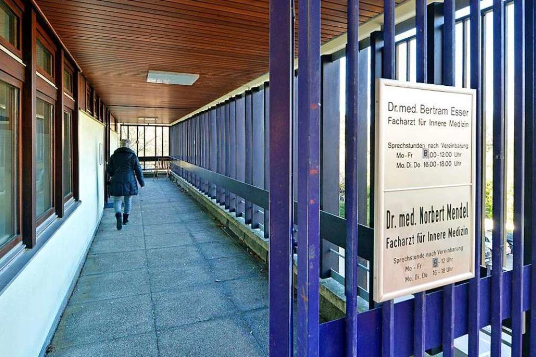 Die Internisten und Hausärzte  Bertram...lten – auch bald im Provisorium.  | Foto: Michael Bamberger