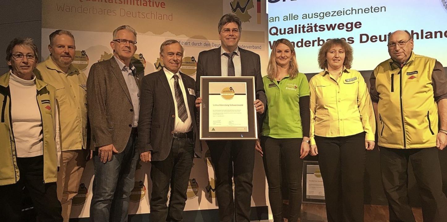 Eine erneute Auszeichnung erhielt der ...nd Mitglieder des Schwarzwaldvereins.   | Foto: privat