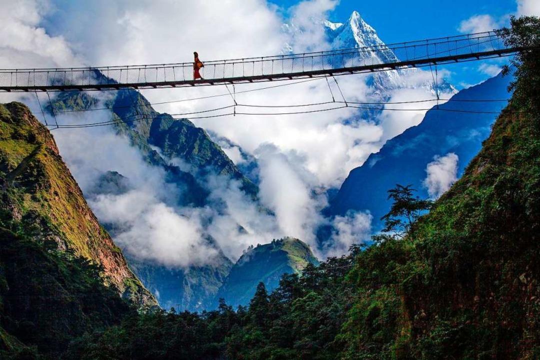 Spektakuläre Hängebrücke bei Tatopani im Annapurna-Gebirge   | Foto: Dieter Glogowski