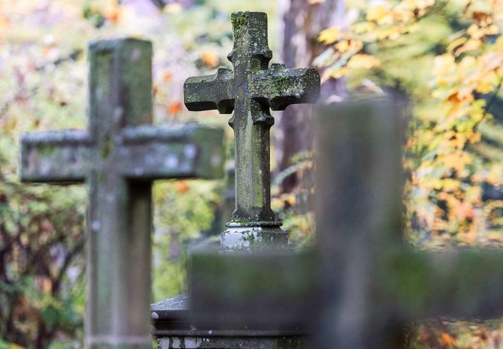 Grabsteine auf dem Alten Friedhof in Freiburg.  | Foto: Patrick Seeger