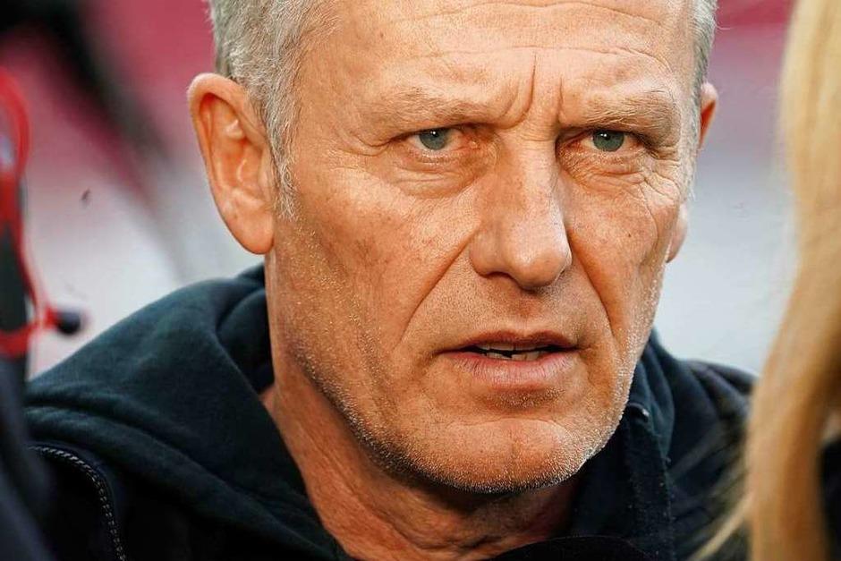 SC-Trainer Christian Streich vor dem Anpfiff. (Foto: Thomas Frey (dpa))