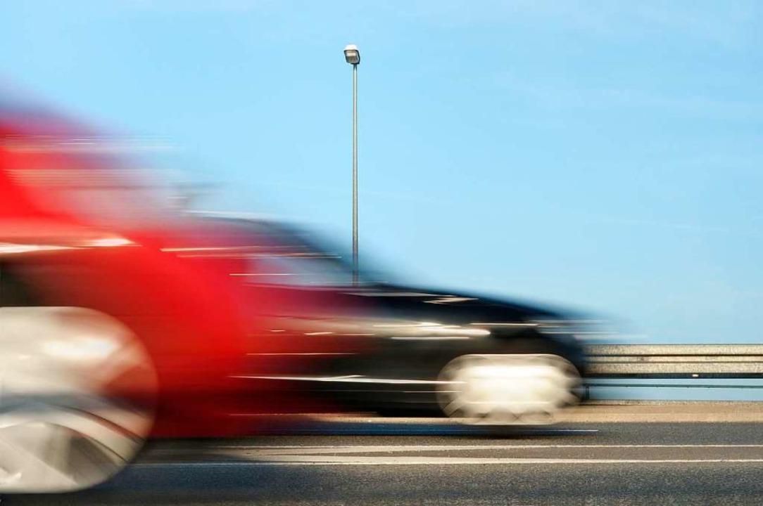 Nach einem illegalen Autorennen am Tit...er beiden Fahrer aus der Schweiz ein.   | Foto: gradt