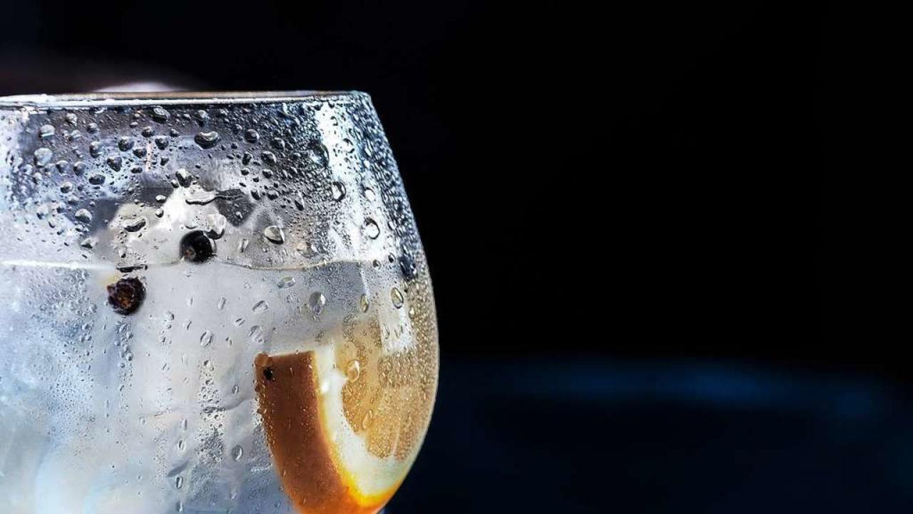 Alle Welt trinkt Gin.  | Foto: Jez Timms (Unsplash)
