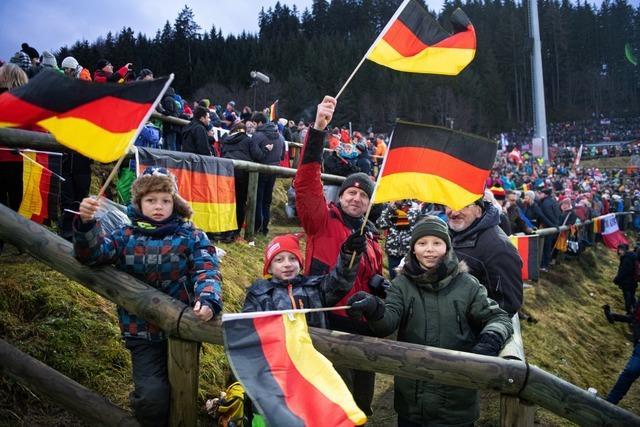 Titisee-Neustadt: Skisprung-Volksfest an der Hochfirstschanze
