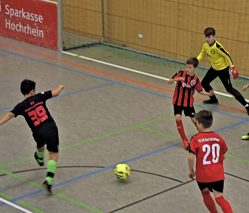 Heiß umkämpft waren die Jugendspiele b...Laufenburg und dem FC08 Bad Säckingen.  | Foto: Reinhard Herbrig