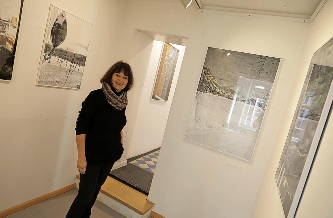 Inge Reuter-Eck inmitten ihrer Ausstellungsstücke   | Foto: Christoph Breithaupt