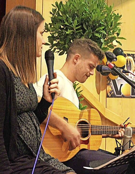 Bina und Joshi machten Musik.  | Foto: Bernd Fackler